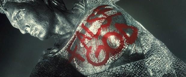 Batman-V-Superman-Trailer-Statue-False-God-Graffiti-1024x426